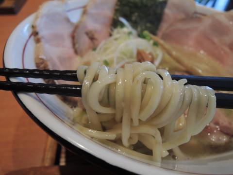 松茸薫る鴨白湯(塩)の麺
