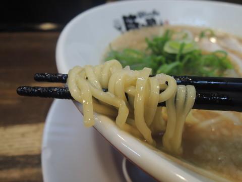濃らーめんの麺