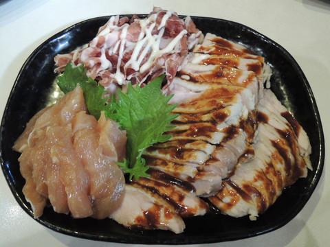 おまかせおつまみ(蒸し鶏、生ハム、鶏ムネ肉)