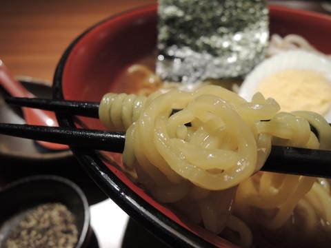〆の醤油ラーメンの麺