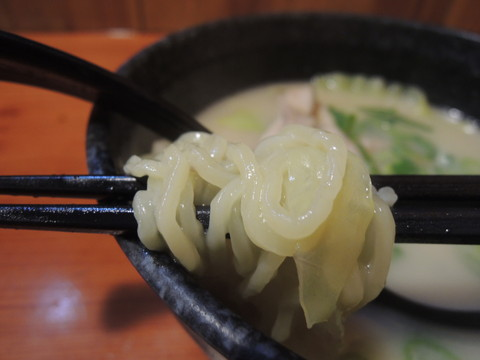 とり白湯めんの麺
