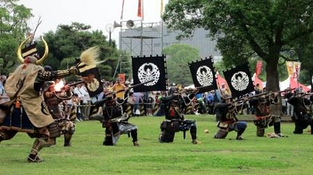 戦国後期では鉄砲が普及