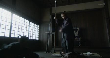 矢沢頼綱は、明け渡し交渉をしに来た北条家の使者を槍で突き殺してしまいます。 真田丸