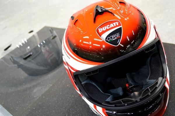 DUCATIヘルメット01
