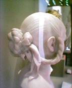 ルーブルの後頭部
