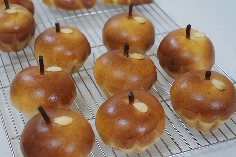 りんごの形の林檎パン