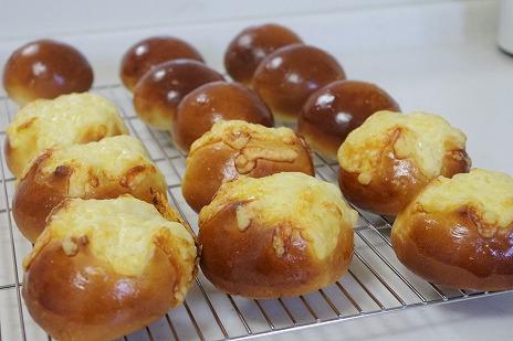 丸パンとチーズパン