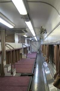 JR全国最後の急行列車「はまなす」。人気のカーペット車両=2月22日、札幌市手稲区の札幌運転所(杉浦美香撮影)_-p6