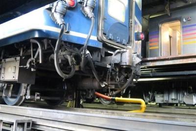 JR全国最後の急行列車「はまなす」の車両下部=2月22日、札幌市手稲区の札幌運転所(杉浦美香撮影)_-p5
