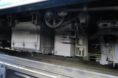 北海道新幹線開業に伴い、廃止が決まっているJRが定期運行する全国最後の急行列車「はまなす」の車両下部=2月22日、札幌市手稲区の札幌運転所(杉浦美香撮影)-p15