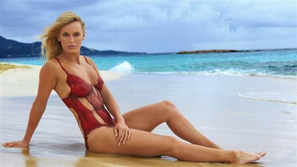 セクシーなボディーペイントした水着姿でスポーツ・イラストレイテッド誌を飾ったキャロライン・ウォズニアッキ。(本人のツイッターから)_prm1602280003-p2