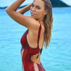 セクシーなボディーペイントした水着姿でスポーツ・イラストレイテッド誌を飾ったキャロライン・ウォズニアッキ。(本人のツイッターから)_prm1602280003-p3