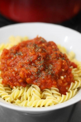 ピリ辛トマトソースのフジッリ