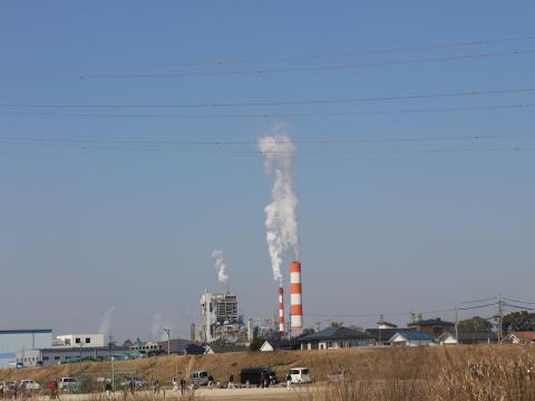 製紙会社の煙突の煙