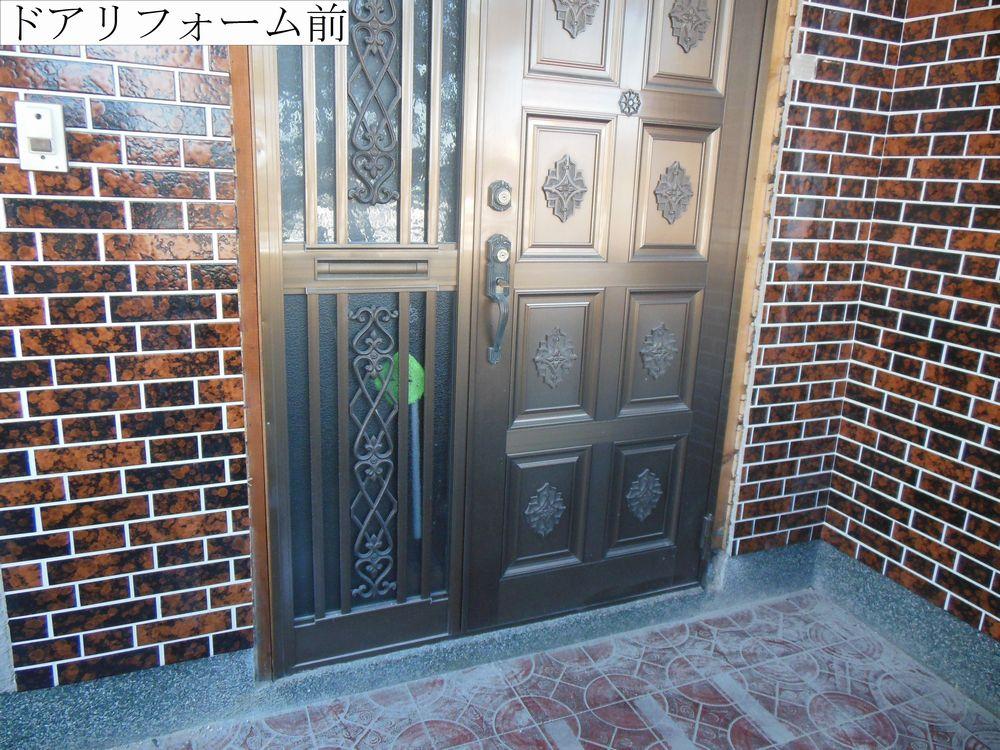 9玄関ドア前web