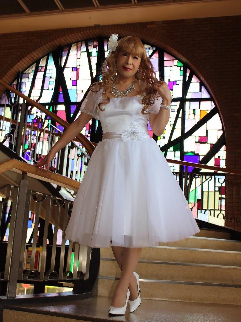 白ショートドレス階段縦D(1)