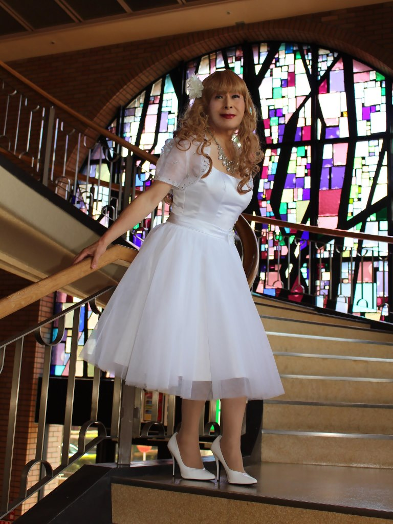 白ショートドレス階段縦D(2)
