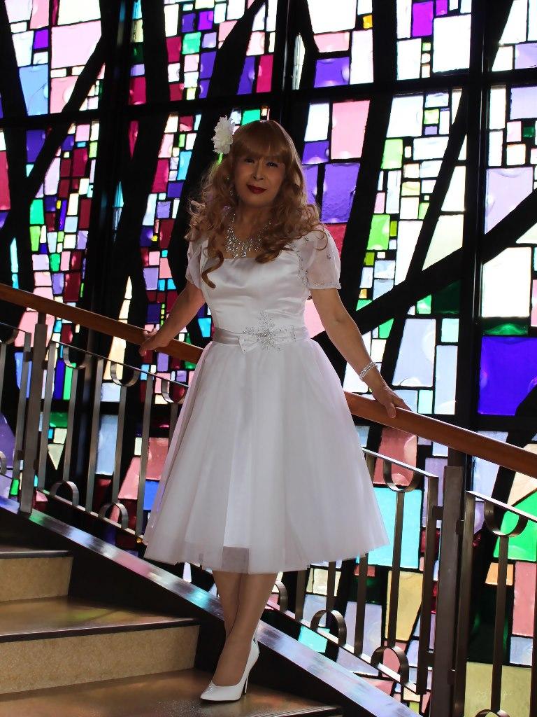 白ショートドレス階段縦D(3)