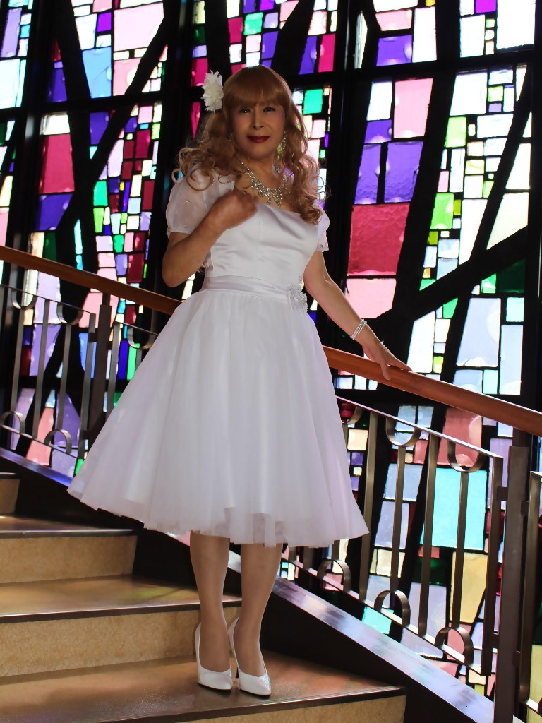 白ショートドレス階段縦D(4)
