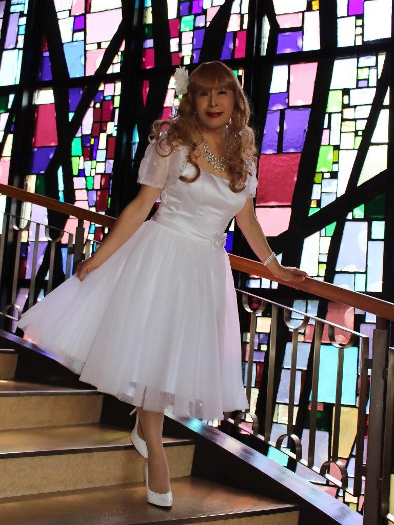 白ショートドレス階段縦D(5)