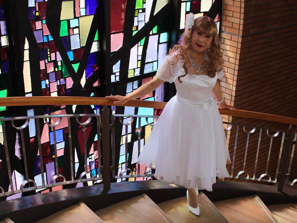 白ショートドレス階段横画像E(11)