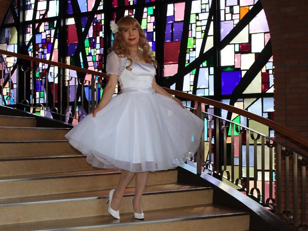 白ショートドレス階段横画像E(16)