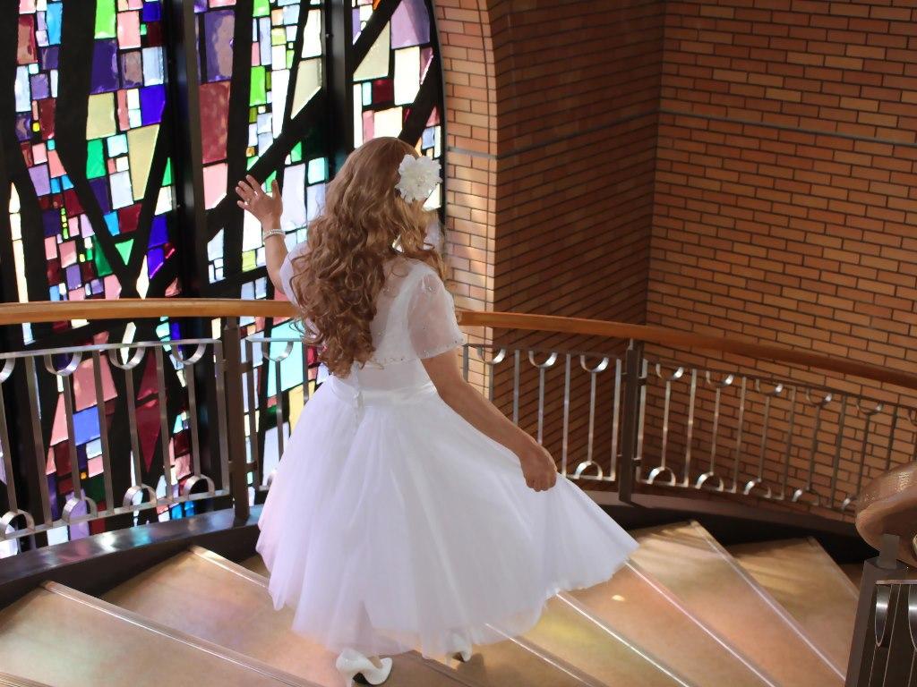 白ショートドレス階段横画像E(17)