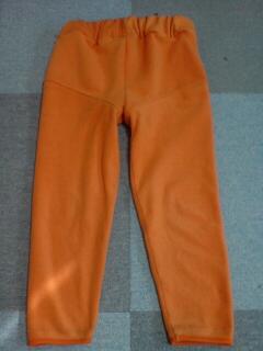 オレンジ色のズボン♪