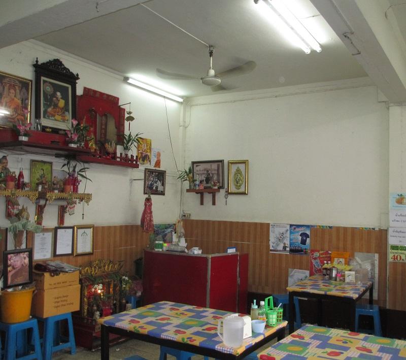 プラトゥーナム 食堂中
