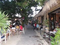 サヌール海岸のレストラン (2)