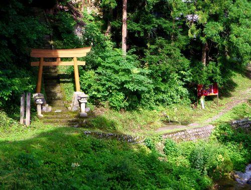 水引集落3山神社と水引の清水