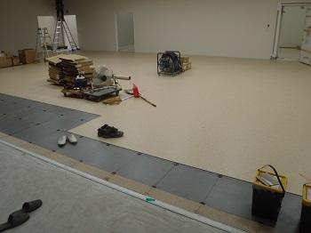 営業室床2