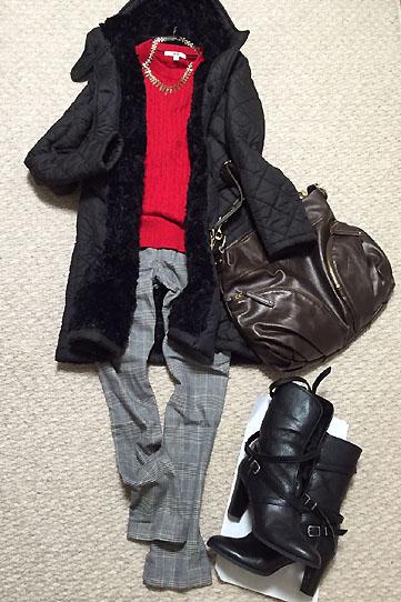 赤の綿ニットの上にマッキントッシュの超あったかコートで防寒なのだ★