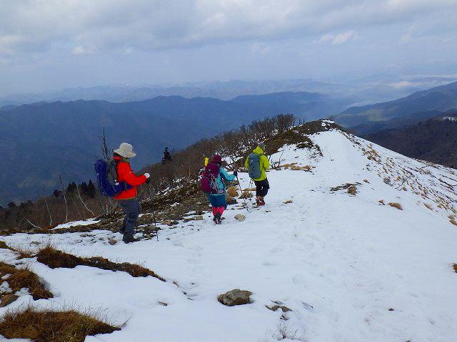 山頂から細川尾根へ