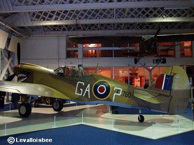 キティホークIV(P-40N)だが「GA?」はRAF第112中隊Drake隊長機downsize
