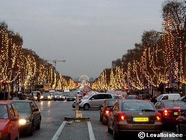 Paris LAvenue des Champs-Elysees XmasイルミネーションとテールランプREVdownsize