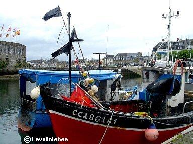 かわいい漁船が多いコンカルノー漁港downsize