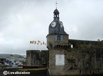 要塞島入口で時を告げる大時計と日時計downsize