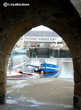 石垣の門から港を望むdownsize