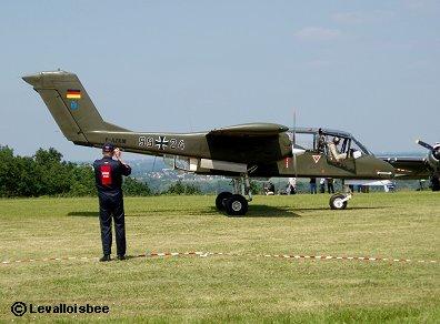 ドイツ空軍のOV10ブロンコのタキシングREVdownsize