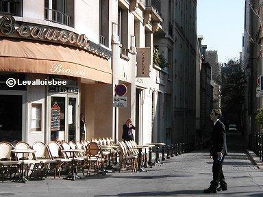 静かなクールセル通りカフェの朝downsize