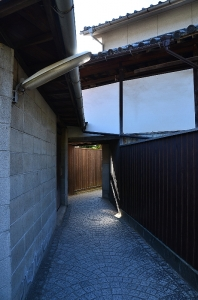 天寧寺に入る小道