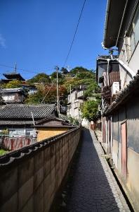 天寧寺三重の塔とそこへ続く道