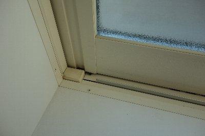 窓黒いもの