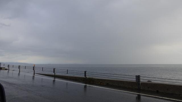 和歌山市の方向には時雨の雲が