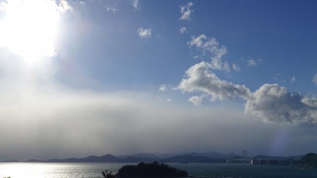 阿讃山地に降雪雲がかかる