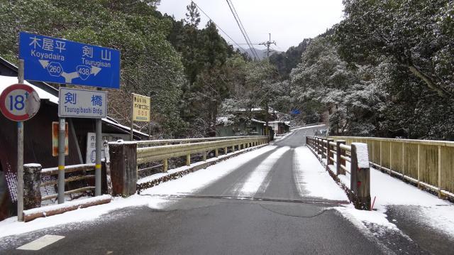 剣橋から路面に雪が出てきた