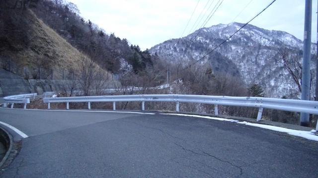 山の南側に回ると路面に雪がない