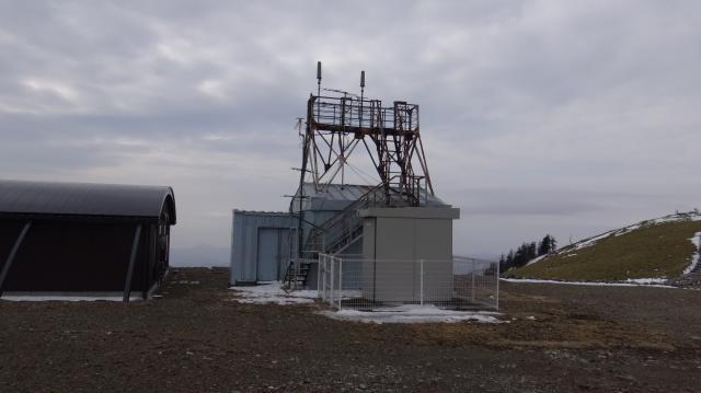 剣山測候所の残骸