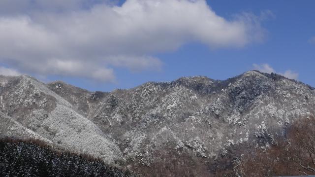山頂付近が銀白にお化粧